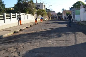 Rua da ACIT recebe capeamento asfáltico
